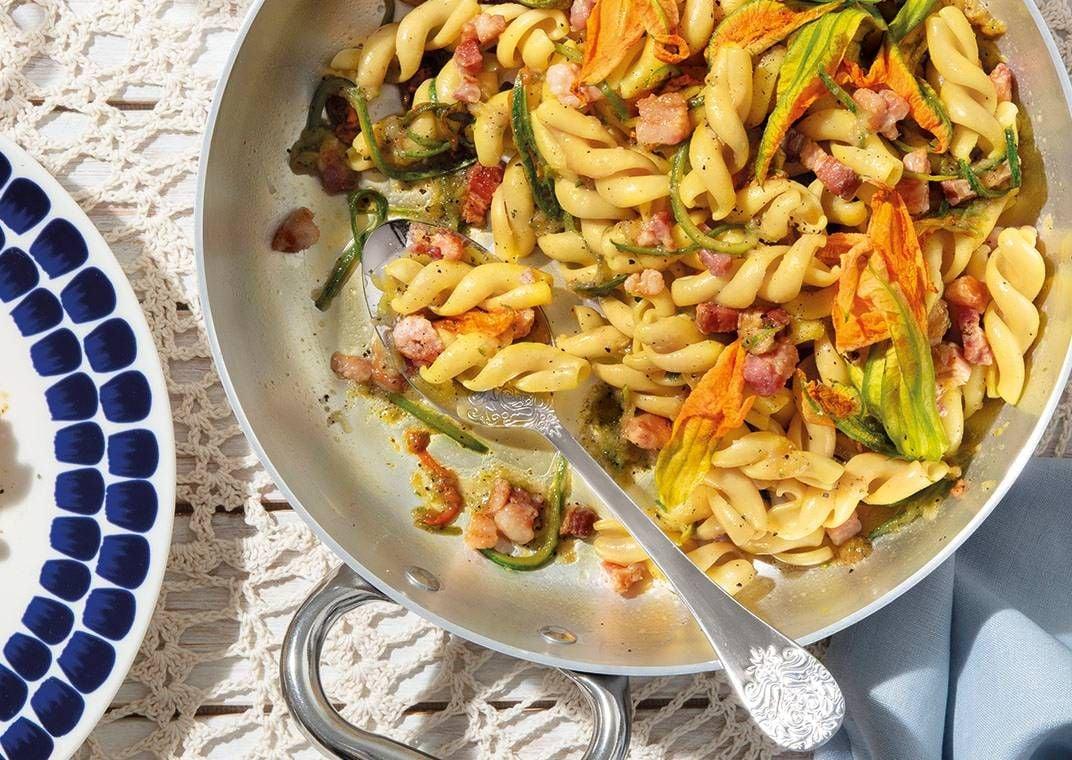 il-gran-fusillo-voiello-n-180-con-pancetta-fiori-di-zucca-e-zucchine