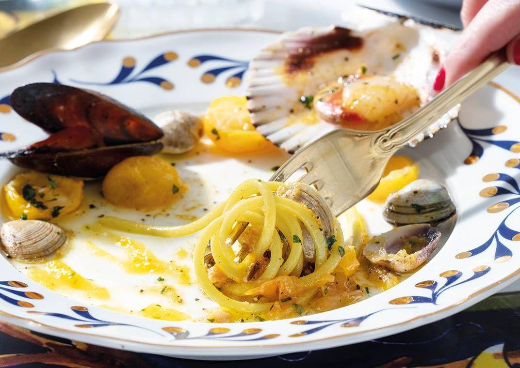 il-gran-spaghetto-voiello-n-105-con-datterino-giallo-e-frutti-di-mare